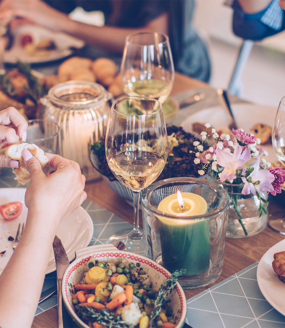 Throwing A Christmas Party At Home: How To Throw A Great Dinner Party